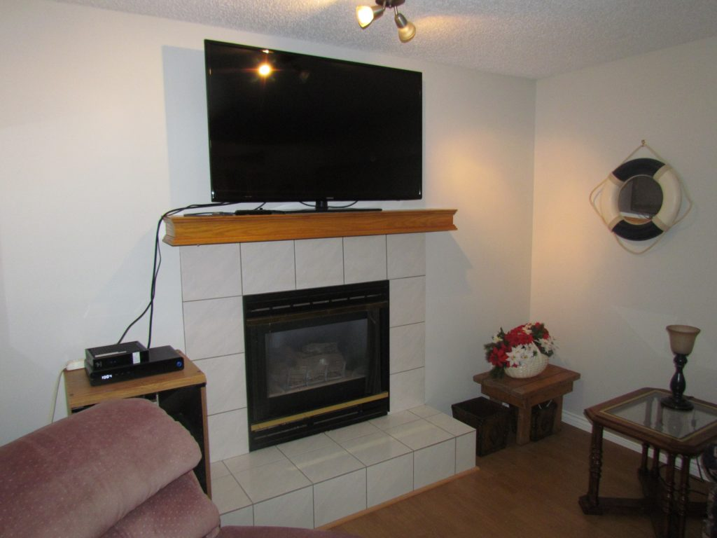 4k TV with cable, wifi, fireplace